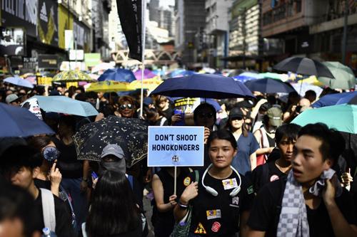 Người biểu tình Hong Kong tuần hành hôm 21/7. Ảnh: AFP.