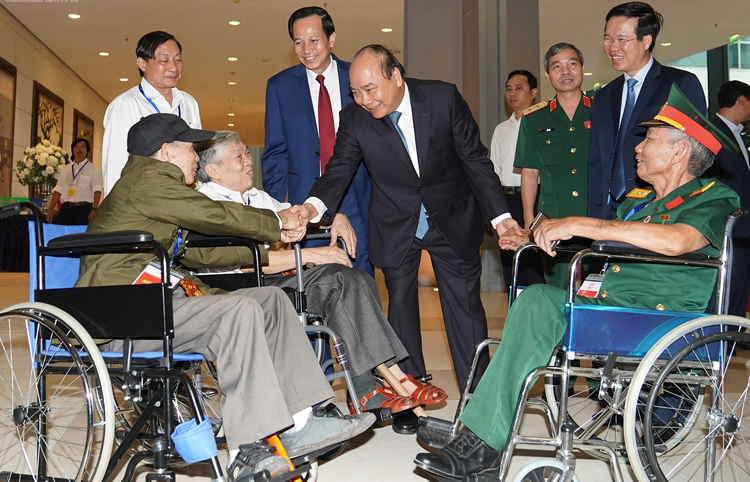 Thủ tướng dự lễ tuyên dương 500 thương binh nặng tiêu biểu - ảnh 1