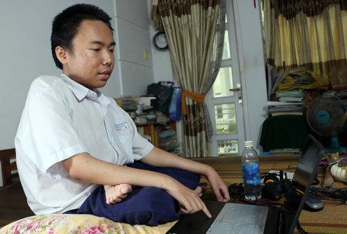 Nam sinh bại liệt ở Sài Gòn được tuyển thẳng vào đại học - ảnh 1