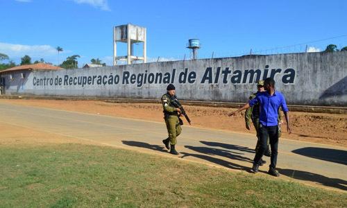 Canh sat Brazil bat luc khi 16 tu nhan bi chat dau trong nha giam