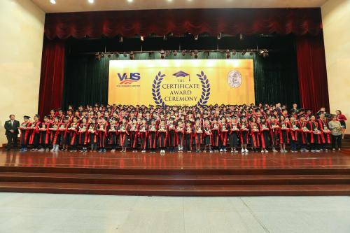 VUS tiếp tục giữ vững kỷ lục Việt Nam là Hệ thống Anh ngữ có số lượng học viên nhận chứng chỉ Anh ngữ quốc tế nhiều nhất.