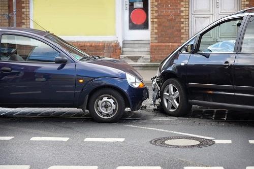 Lái xe trong hẻm nhỏ tiềm ẩn nhiều rủi ro đòi hỏi người điều khiển phương tiện lưu thông phải có kỹ năng và sự tập trung.