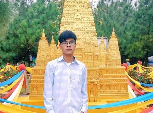 Nam sinh 17 tuổi chọn đại học trực tuyến vì đam mê công nghệ