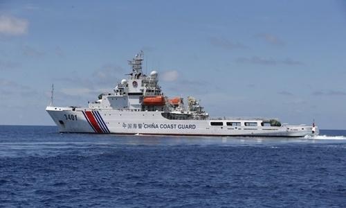 Tàu hải cảnh Trung Quốc hoạt động trên Biển Đông hồi năm 2014. Ảnh: Reuters.