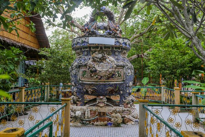 Dấu tích của đạo Dừa nằm giữa sông ở Bến Tre