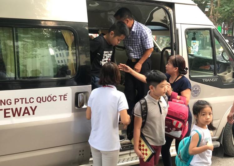 Trường Geteway sử dụng xe Transit 16 chỗ đưa đón học sinh. Ảnh: Dương Tâm