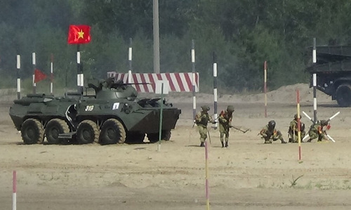 Chiến sĩ công binh Việt Nam thi đấu hôm 7/8. Ảnh: QĐND.