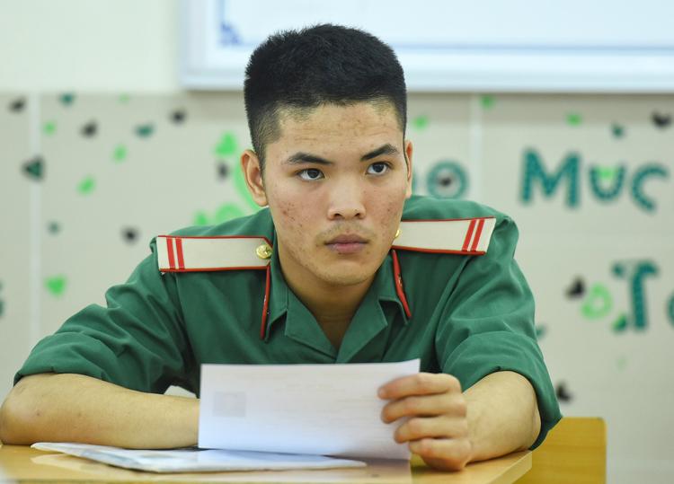 Lính nghĩa vụ dự thi THPT quốc gia năm 2019 tại Hà Nội. Ảnh: Giang Huy
