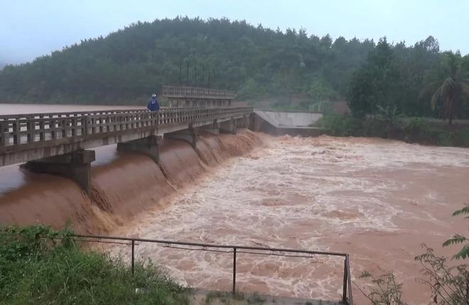 Đập thủy điện ở Đăk Nông có nguy cơ vỡ, 200 hộ dân phải sơ tán - VnExpress