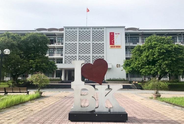 Một góc trong khuôn viên Đại học Bách khoa Hà Nội. Ảnh: Dương Tâm