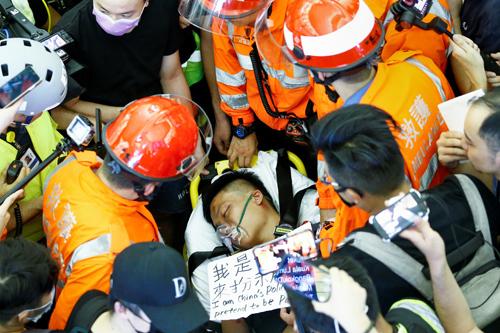 Trung Quốc nói người biểu tình ở sân bay Hong Kong giống khủng bố - ảnh 1