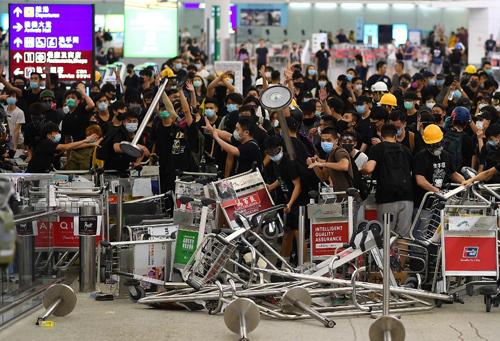 Toa Hong Kong cam bieu tinh tai san bay