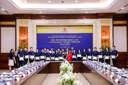 Vingroup trao học bổng toàn phần cho 18 tài năng trẻ Việt Nam - ảnh 3