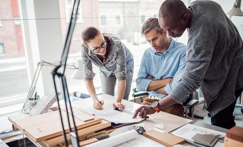 Làm việc nhóm, tính toán ước lượng, đọc bản vẽ là yêu cầu cơ bản của nghề quản lý xây dựng.