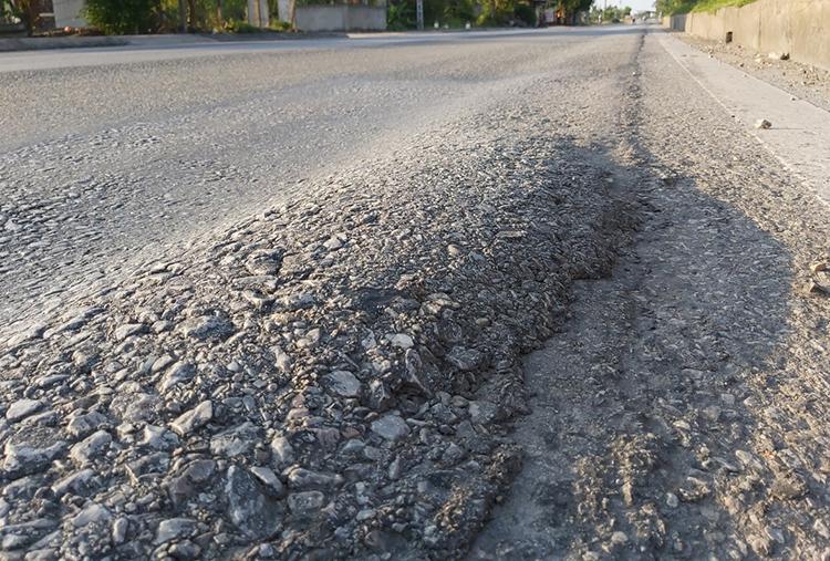 Quốc lộ 1A ở Nghệ An bị hằn lún kéo dài - ảnh 2