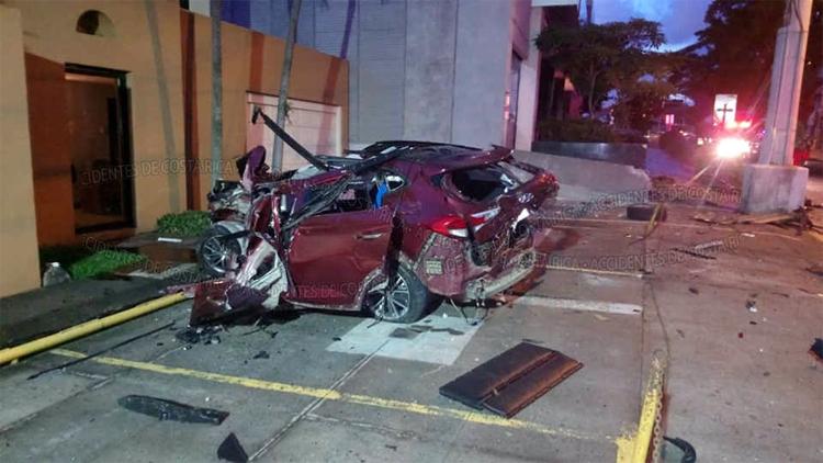 Tai nạn xảy ra trước cửa một khách sạn. Ảnh: Accidentes de Costa Rica