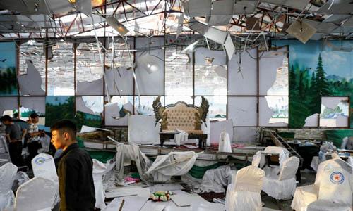 Hiện trường vụ đánh bom tự sát hôm quatại hội trường đám cưới ở thủ đô Kabul, Afghanistan. Ảnh: Reuters.