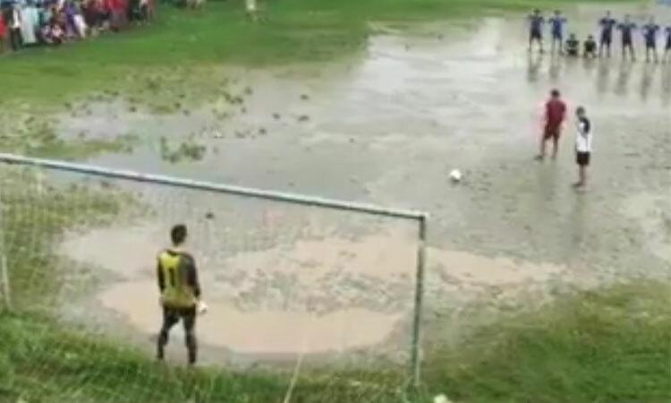 Loạt đá penalty kịch tính của giải làng -