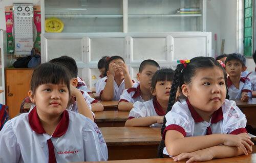 Hơn 225.000 trẻ TP HCM được uống 'sữa học đường' trong năm học mới