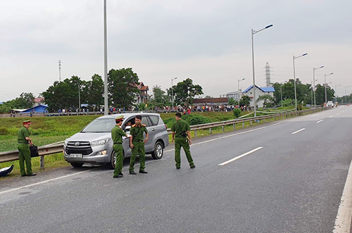 Thực nghiệm hiện trường vụ lùi xe trên cao tốc làm bốn người chết - ảnh 2