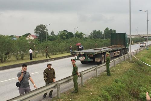 Thực nghiệm hiện trường vụ lùi xe trên cao tốc làm bốn người chết - ảnh 1