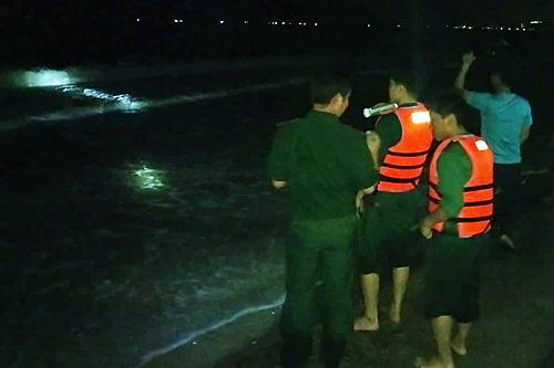 6 du khách bị sóng cuốn khi tắm biển Phan Thiết - ảnh 1