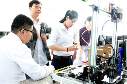 Trường khuyến khích sinh viên mở rộng tìm hiểu và nghiên cứu kiến thức thuộc các lĩnh vực khoa học, nghệ thuật, xã hội và nhân văn...