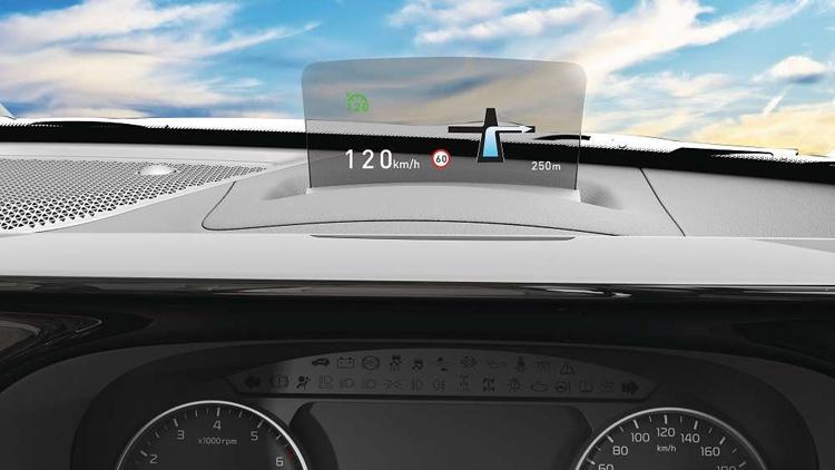 Màn hình thông minh 8 inch hiển thị thông tin trên kính lái.