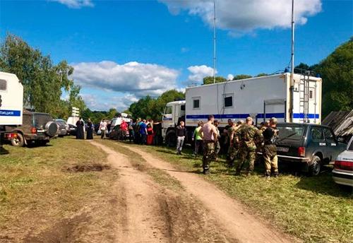 Hàng chục người tham gia tìm kiếm bé Zarina ởkhu rừng tỉnh Nizhny Novgorod, phía tây Nga. Ảnh: East2west news