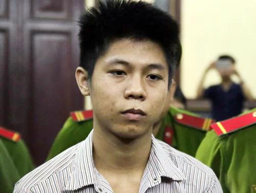 Nguyễn Hữu Tình lúc nghe tuyên án t ử hình. Ảnh:Kỳ Hoa.