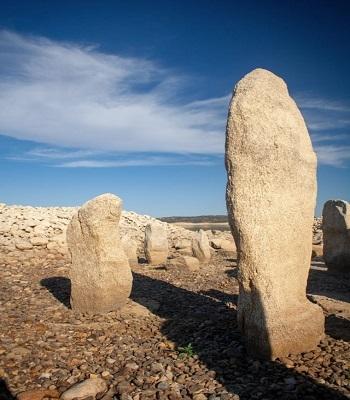 Một số khối đá cao tới hai mét. Ảnh: The Local.