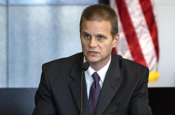 Todd Barket làm chứng trước tòa. Ảnh: Lannis Waters / The Palm Beach Post.
