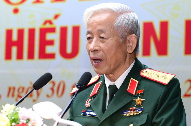 Thượng tướng Phạm Thanh Ngân, nguyên Chủ nhiệm Tổng cục Chính trị kể về chuyến bay khí tượng trước khi triển khai ban bay tiễn Bác trên Quảng trường Ba Đình. Ảnh: HT