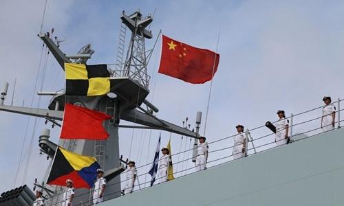 Binh sĩ Trung Quốc trên một tàu chiến rời cảng quân sự ở Trạm Giang để tới Djibouti năm 2017. Ảnh: Reuters.