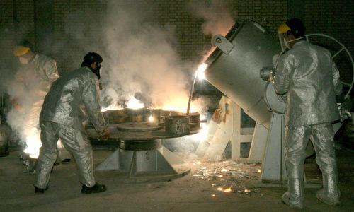 Kỹ thuật viên trong cơ sở làm giàu uranium của Iran. Ảnh:Reuters.