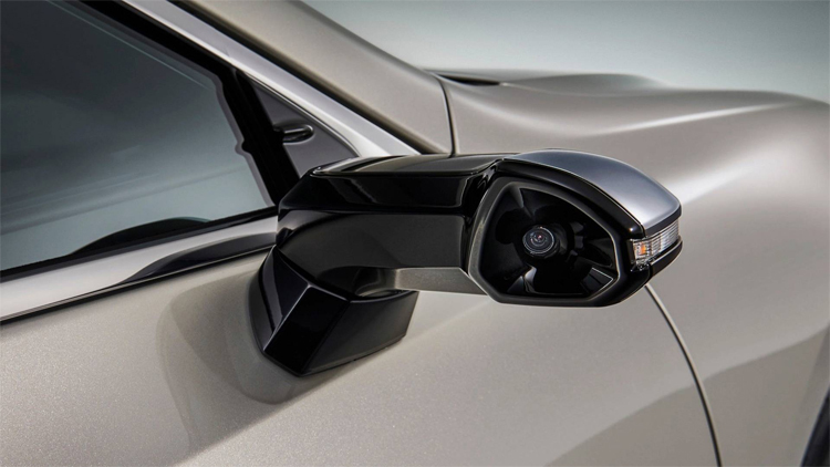 Lexus ES bán tại Nhật cũng không dùng gương, mà là hệ thống camera. Ảnh: Lexus