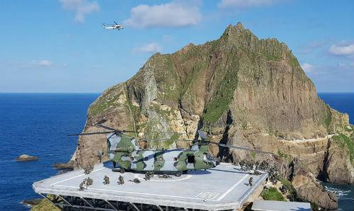 Thuỷ quân lục chiến Hàn Quốc tập trận trên nhóm đảo tranh chấp Dokdo/Takeshima, nơi tranh chấp với Nhật Bản. Ảnh: Reuters.