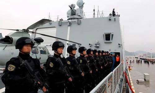 Binh sĩ trên tàu chiến Trung Quốc tại Djibouti. Ảnh: Reuters.