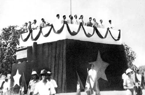 Lễ đài độc lập ngày 2/9/1945. Ảnh tư liệu.