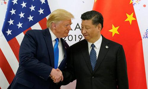 Trump (trái) bắt tay Tập Cận Bình khi gặp nhau bên lề hội nghị G20 ở Nhật cuối tháng 6. Ảnh: Reuters.