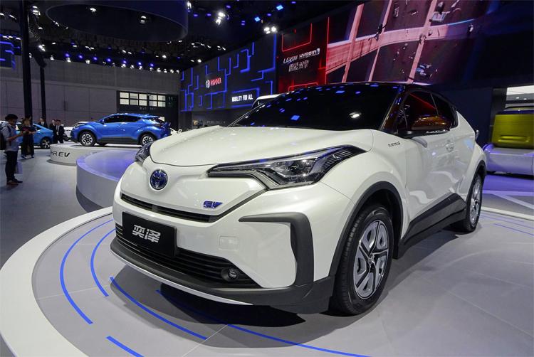 Toyota trưng bày mẫu xe điện Izoa tại triển lãm ôtô Thượng Hải hồi tháng 4. Ảnh: Le Blog Auto