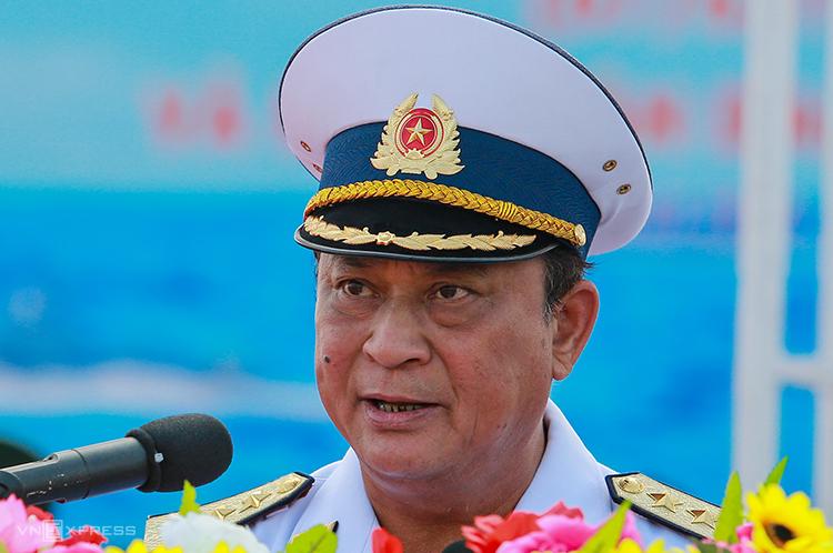 Đô đốc Nguyễn Văn Hiến phát biểu trong lễ kỷ niệm 60 năm Hải quân Việt Nam tại quân cảng Cam Ranh, Khánh Hòa năm 2015. Ảnh:Thành Nguyễn.