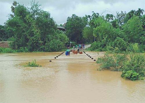 Cầu Tràn ở xã Lộc Yên (Hương Khê) bị ngập. Ảnh: Đức Hùng
