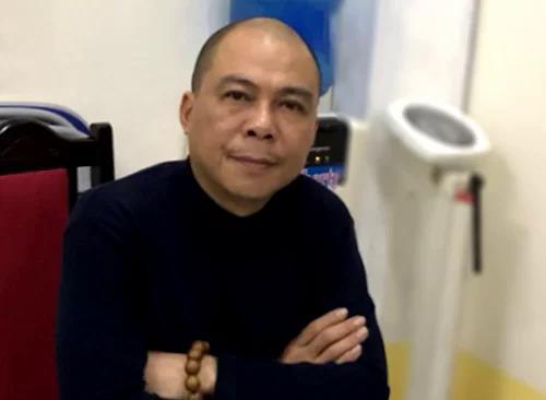 Ông Phạm Nhật Vũ tại cơ quan điều tra khi bị bắt vào tháng 4. Ảnh: Bộ Công an