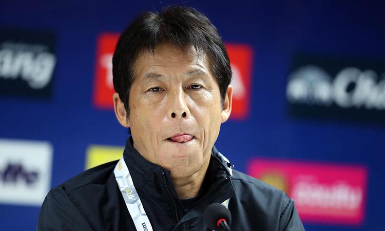 HLV Nishino trong buổi họp báo trước trận gặp Việt Nam. Ảnh: Đức Đồng.