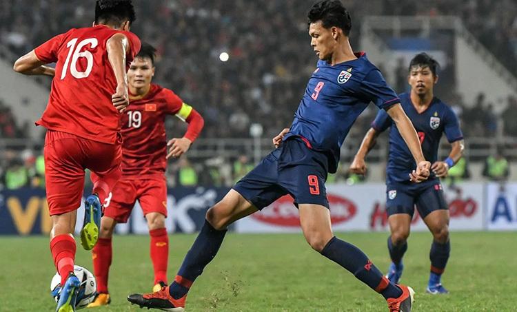 Việt Nam (áo đỏ) toàn thắng Thái Lan dưới thời HLV Park Hang-seo. Ảnh: Đức Đồng.