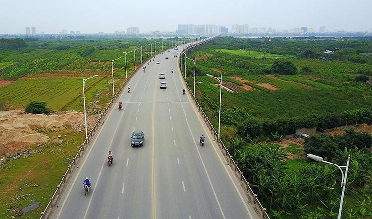 Cầu Vĩnh Tuy hiện tại được khánh thành từ năm 2010. Ảnh: Nhật Quang