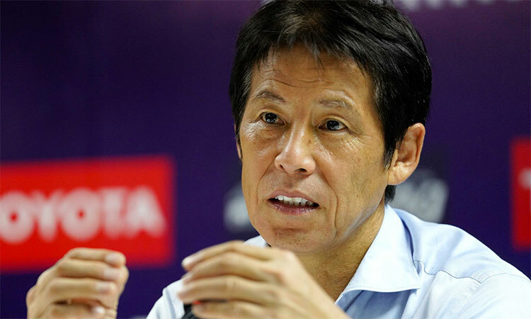 HLV Nishino không hài lòng với kết quả hoà trước Việt Nam. Ảnh: Anh Khoa.
