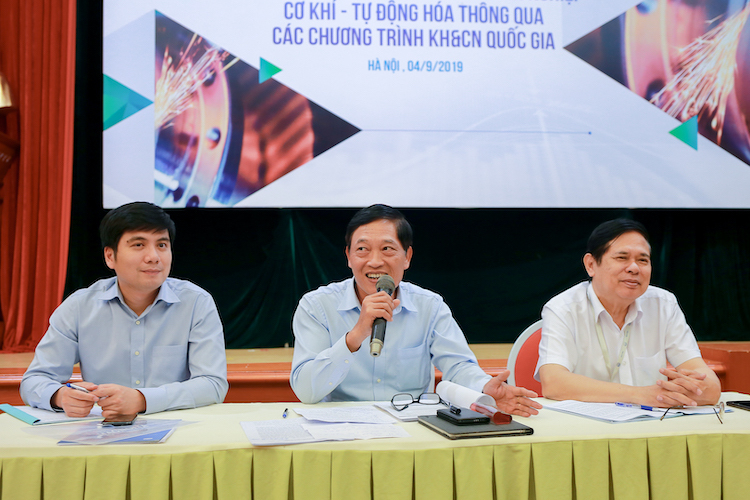 Thứ trưởng Bộ KH&CN Trần Văn Tùng (giữa) phát biểu tại Hội thảo.