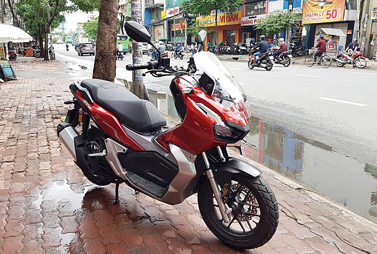 Xe ga Honda ADV 150 tại một đại lý tư nhân ở quận Bình Thạnh, TP HCM.